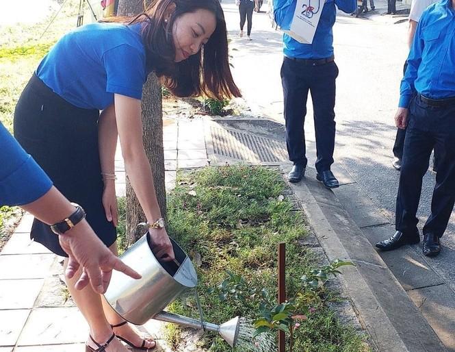 Đoàn viên thanh niên cụm Bắc Trung Bộ hưởng ứng 'Chủ Nhật xanh' tại Huế - ảnh 8