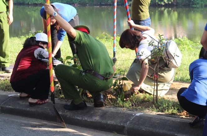 Đoàn viên thanh niên cụm Bắc Trung Bộ hưởng ứng 'Chủ Nhật xanh' tại Huế - ảnh 4