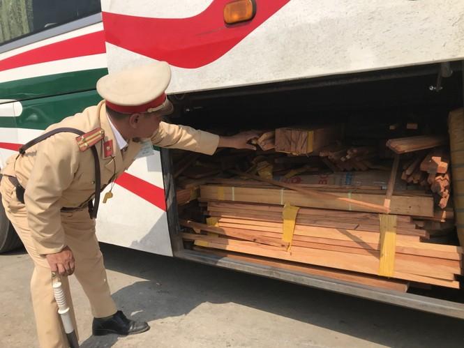 xe biển số Lào chở hàng lậu bị CSGT bắt tại TT-Huế - ảnh 3