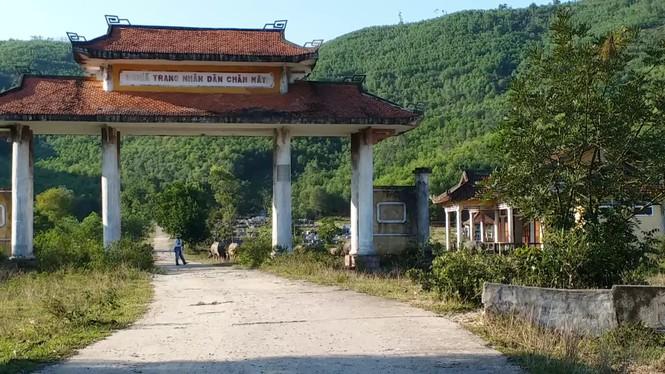 Nghĩa trang Nhân dân Chân Mây tỉnh Thừa Thiên Huế giữa sình lầy - ảnh 1