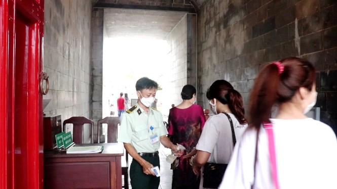 Đại nội Huế tưng bừng đón khách sau tháng rưỡi 'đóng băng', miễn vé tham quan 8 ngày liền - ảnh 5