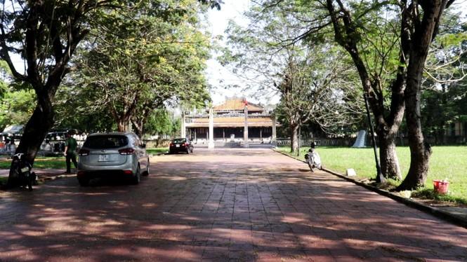 Xem bộ đội tháo rời máy bay tại Huế để chuyển về nơi mới của bảo tàng - ảnh 1