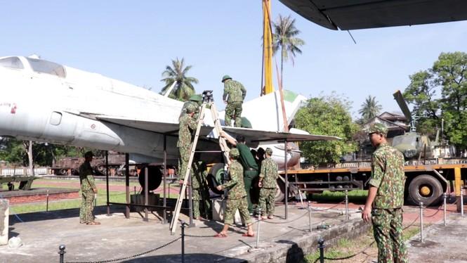 Xem bộ đội tháo rời máy bay tại Huế để chuyển về nơi mới của bảo tàng - ảnh 3