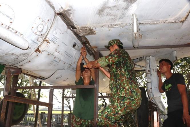 Xem bộ đội tháo rời máy bay tại Huế để chuyển về nơi mới của bảo tàng - ảnh 16