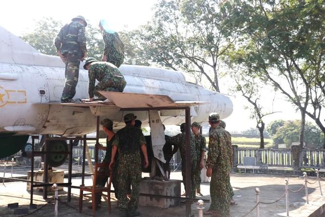 Xem bộ đội tháo rời máy bay tại Huế để chuyển về nơi mới của bảo tàng - ảnh 11