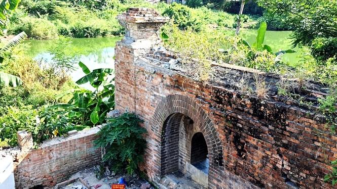 Bí ẩn cổng gạch cổ xuyên tường Kinh thành Huế xuất lộ sau di dân - ảnh 2