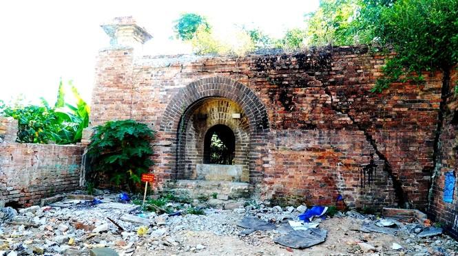 Bí ẩn cổng gạch cổ xuyên tường Kinh thành Huế xuất lộ sau di dân - ảnh 5