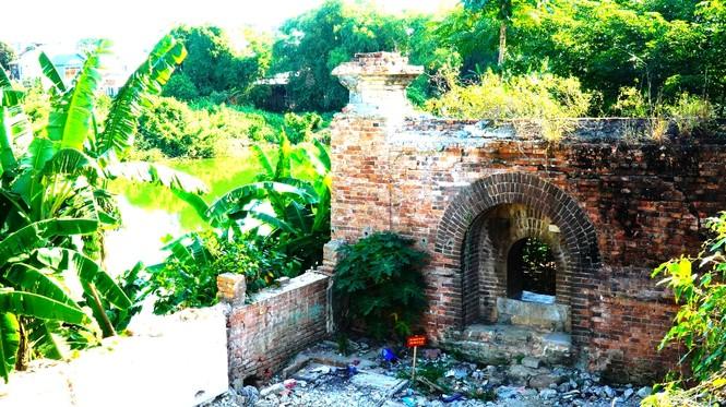 Bí ẩn cổng gạch cổ xuyên tường Kinh thành Huế xuất lộ sau di dân - ảnh 6