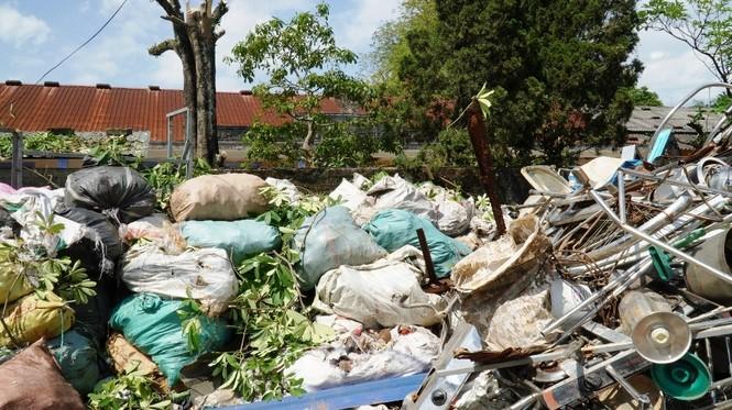 Phế liệu 'mắc cạn' giữa khu dân cư tại Huế, tỉnh phải xin ý kiến Bộ TNMT? - ảnh 2
