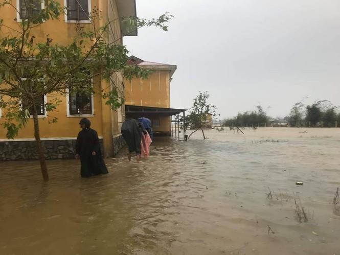Từ 20 giờ tối nay, Đà Nẵng yêu cầu người dân không ra khỏi nhà để tránh bão số 9 - ảnh 43
