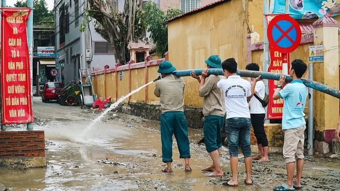 TT-Huế: Huy động tổng lực đoàn viên ra quân xử lý môi trường, giúp dân sau bão lũ - ảnh 8