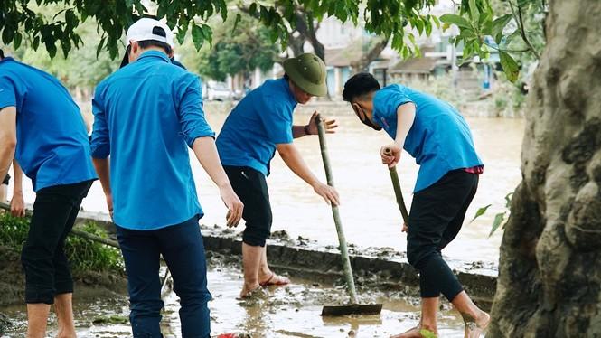 TT-Huế: Huy động tổng lực đoàn viên ra quân xử lý môi trường, giúp dân sau bão lũ - ảnh 13