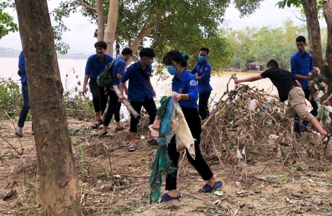 TT-Huế: Huy động tổng lực đoàn viên ra quân xử lý môi trường, giúp dân sau bão lũ - ảnh 16