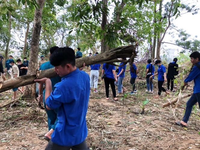 TT-Huế: Huy động tổng lực đoàn viên ra quân xử lý môi trường, giúp dân sau bão lũ - ảnh 17