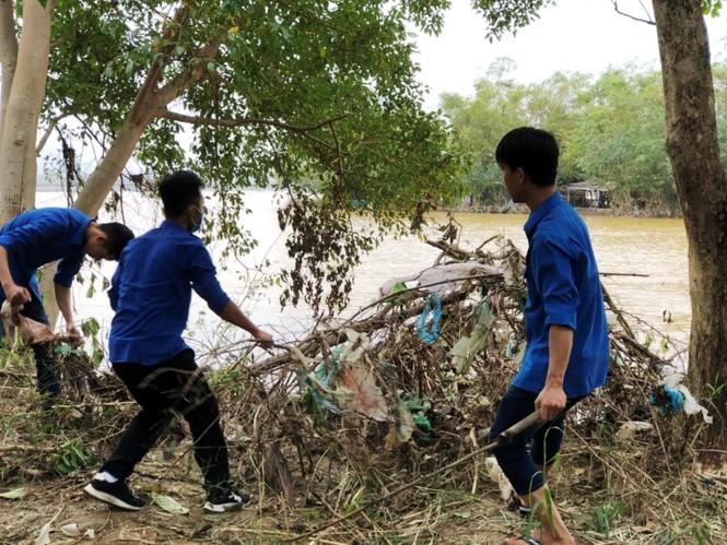TT-Huế: Huy động tổng lực đoàn viên ra quân xử lý môi trường, giúp dân sau bão lũ - ảnh 18