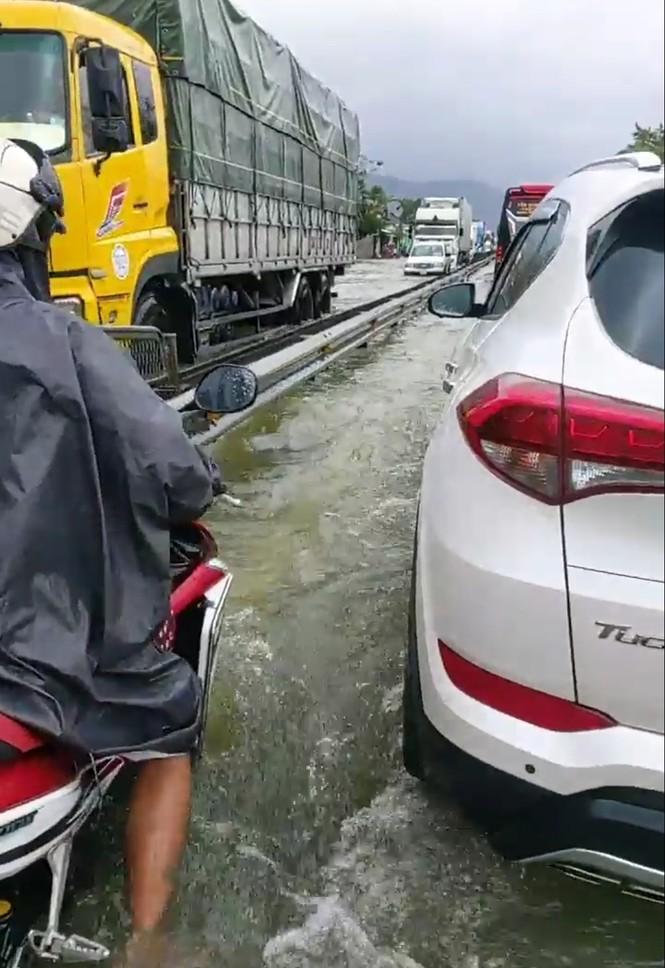 Học sinh Thừa Thiên Huế lại nghỉ học hàng loạt do mưa lũ - ảnh 4