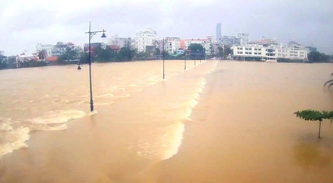 Học sinh Thừa Thiên Huế lại nghỉ học hàng loạt do mưa lũ - ảnh 3