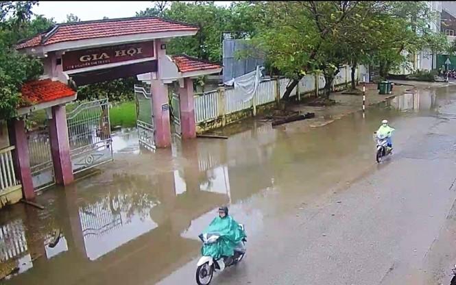 Học sinh Thừa Thiên Huế lại nghỉ học hàng loạt do mưa lũ - ảnh 2