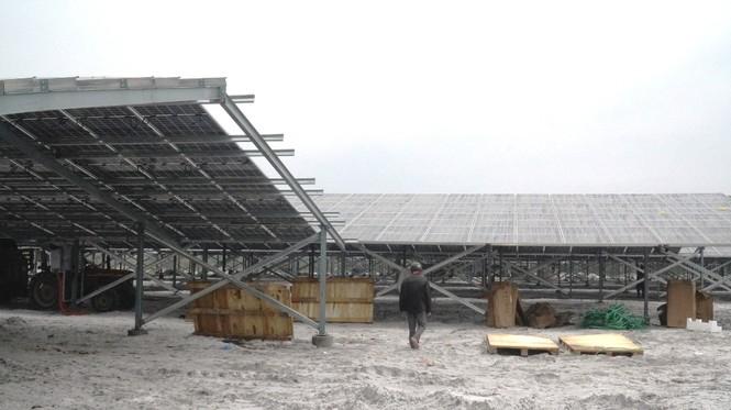 Rầm rộ làm trang trại 'điện mặt trời' tại TT-Huế:  'Áp mái' lên hàng loạt nhà... không mái - ảnh 7