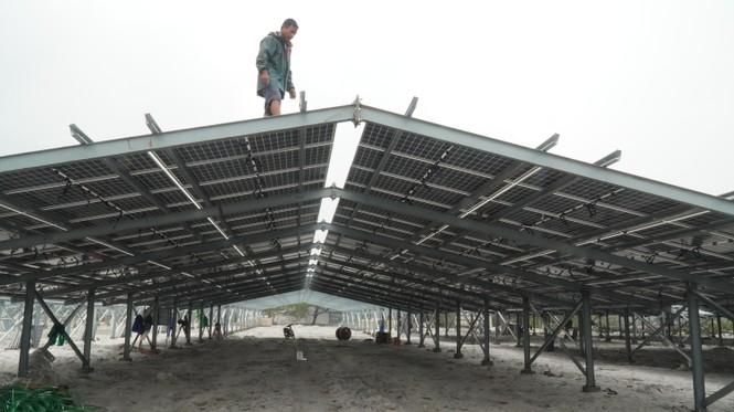 Rầm rộ làm trang trại 'điện mặt trời' tại TT-Huế:  'Áp mái' lên hàng loạt nhà... không mái - ảnh 4