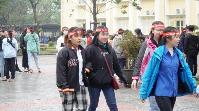 Tưng bừng Chủ Nhật Đỏ giữa mưa lạnh xứ Huế - ảnh 9