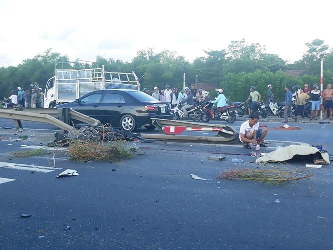 tai nạn ô tô liên hoàn, 4 người thương vong ở Quảng Nam - ảnh 1