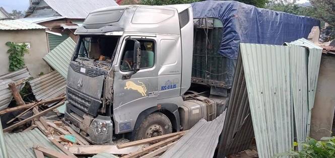Tài xế lái container đâm sập nhà dân có nồng độ cồn trong máu cao - ảnh 1
