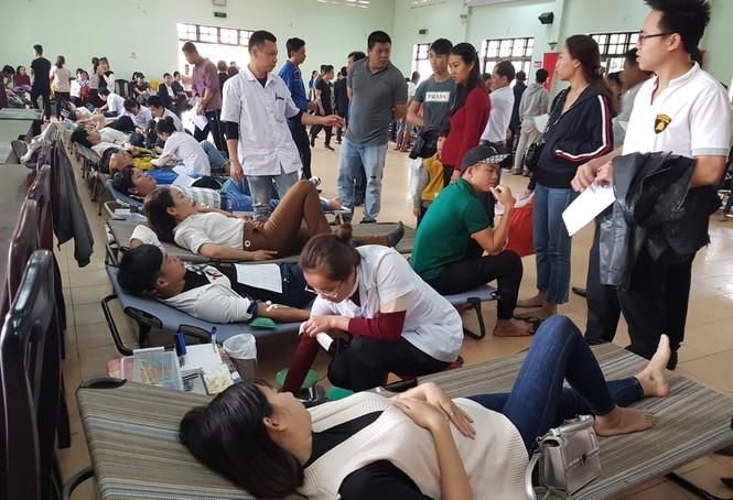 Bạn trẻ xứ Quảng hào hứng tham gia ngày hội hiến máu tình nguyện - ảnh 4