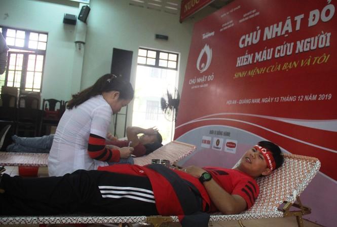 Bạn trẻ xứ Quảng hào hứng tham gia ngày hội hiến máu tình nguyện - ảnh 1
