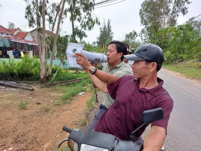 Người dân Quảng Nam hối hả chằng chống nhà cửa, di dời tránh bão số 9 - ảnh 5