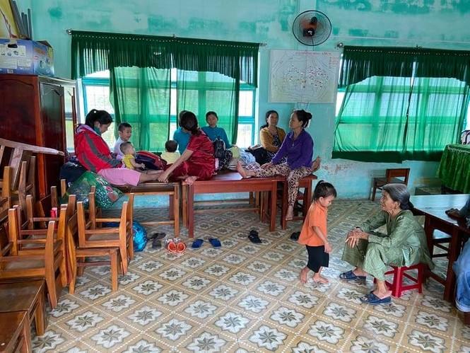 Người dân Quảng Nam hối hả chằng chống nhà cửa, di dời tránh bão số 9 - ảnh 6