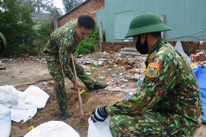 Người dân Quảng Nam hối hả chằng chống nhà cửa, di dời tránh bão số 9 - ảnh 7