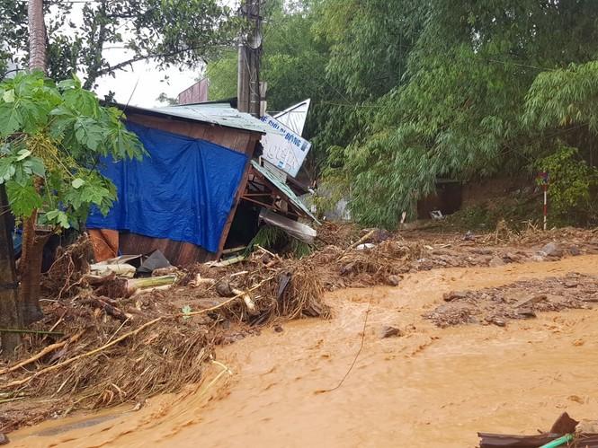 Sạt lở vùi lấp nhiều nhà dân ở Quảng Nam - ảnh 2