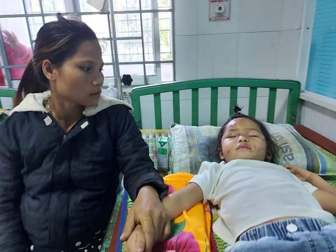 Người mẹ ôm con thoát nạn vụ sạt lở ở Quảng Nam - ảnh 2