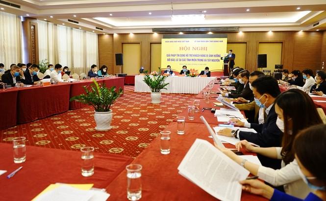 Ngân hàng bàn giải pháp tín dụng hỗ trợ khách hàng bị ảnh hưởng bởi bão lũ tại các tỉnh miền Trung và Tây Nguyên - ảnh 1