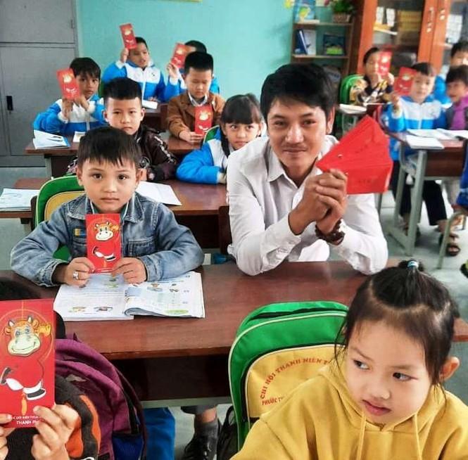 Học sinh Quảng Nam nhận lì xì ngày trở lại lớp - ảnh 4