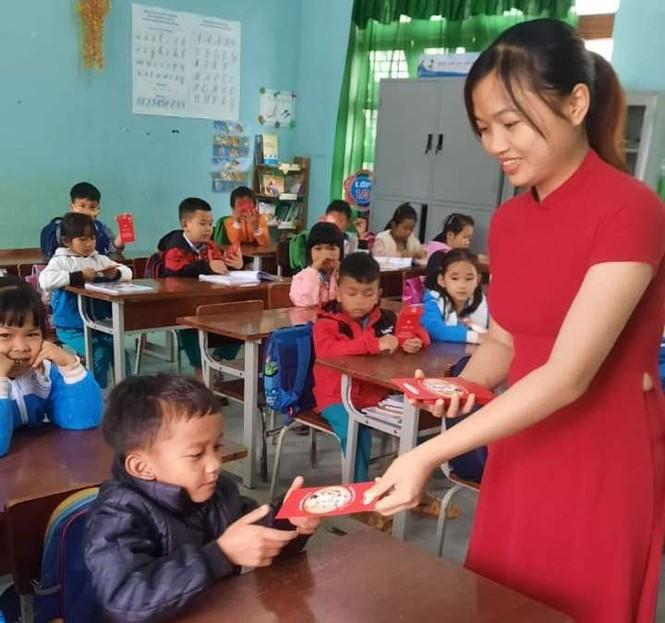 Học sinh Quảng Nam nhận lì xì ngày trở lại lớp - ảnh 5