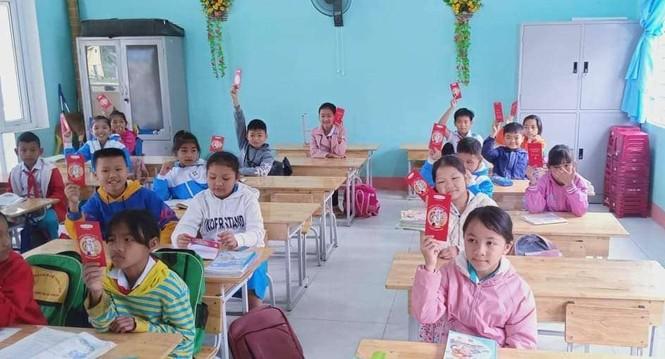 Học sinh Quảng Nam nhận lì xì ngày trở lại lớp - ảnh 6