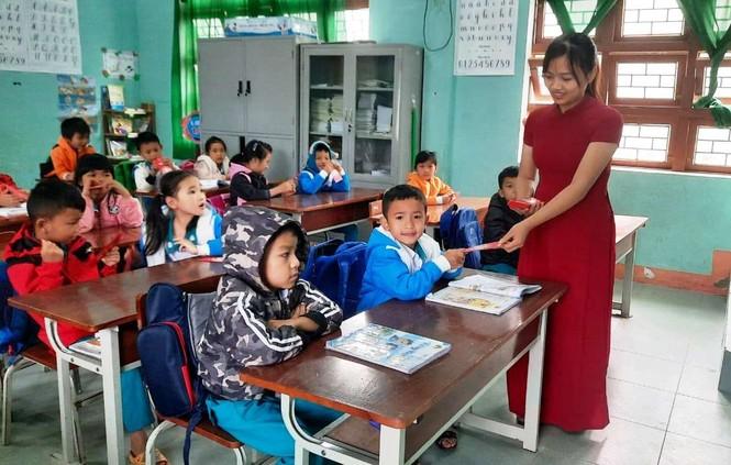 Học sinh Quảng Nam nhận lì xì ngày trở lại lớp - ảnh 8