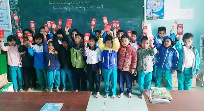 Học sinh Quảng Nam nhận lì xì ngày trở lại lớp - ảnh 7