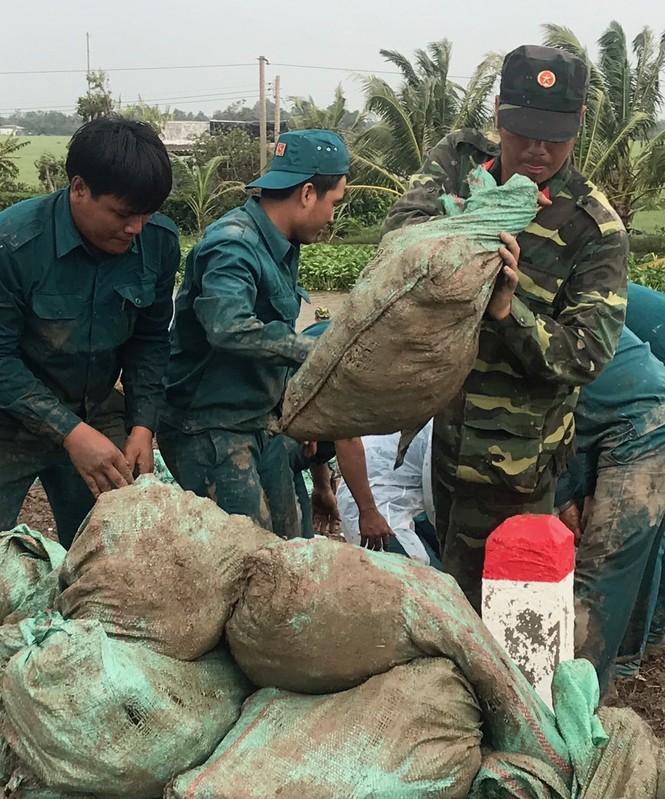 Hàng chục ngàn hộ dân nơm nớp lo vỡ đê, Cà Mau cần ban bố tình trạng khẩn cấp - ảnh 7