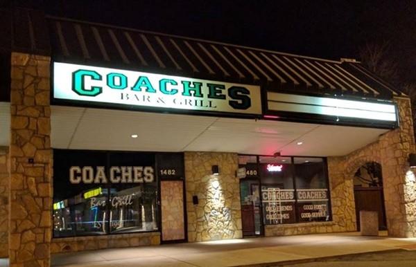 Covid-19 khiến tiệm ăn phải đóng cửa, khách hàng liền tặng hơn 58 triệu đồng cho nhân viên - ảnh 1