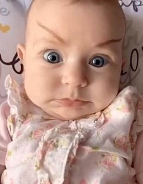 """Người mẹ trẻ vẽ các kiểu """"lông mày phản diện"""" cho em bé, dân mạng cười ngất - ảnh 2"""
