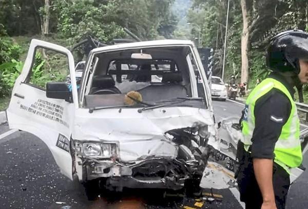 Đang lái ô tô thì bị sầu riêng bay trúng đầu, gây tai nạn liên hoàn - ảnh 2