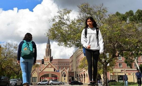 """Mỹ hủy lệnh trục xuất: Du học sinh nhẹ nhõm nhưng vẫn """"mệt mỏi vì luôn sống trong sợ hãi"""" - ảnh 1"""