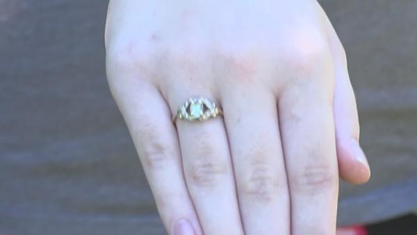 Chiếc nhẫn bị đánh mất bỗng xuất hiện ở nơi bất ngờ nhất, vào thời điểm kỳ lạ nhất - ảnh 1