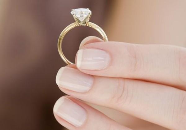 Được bạn trai tặng nhẫn cầu hôn, nhưng cô gái quyết trả lại khi biết nguồn gốc chiếc nhẫn - ảnh 1