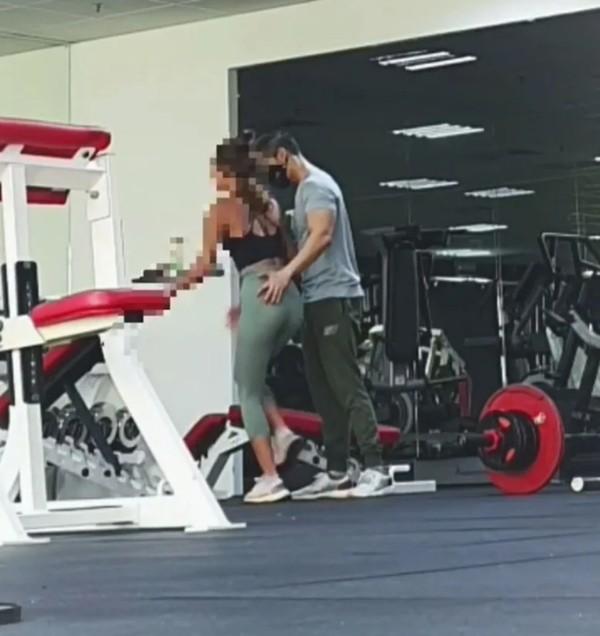 Huấn luyện viên nam ở phòng gym gây bức xúc khi liên tục động chạm khách hàng nữ - ảnh 3
