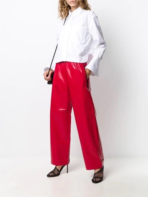 Đeo khẩu trang kín, nhưng Kylie Jenner gây chú ý với body chuẩn và đồ Bottega Veneta (đắt) đỏ - ảnh 2