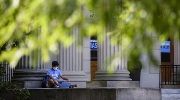 Vừa trở lại trường được 1 tuần, sinh viên Mỹ chuẩn bị… quay về nhà học online vì bùng phát dịch - ảnh 4